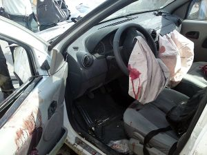 800px-Airbag_of_Dacia_Logan_after_accident