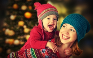 dreamstime_m_47305293 [mother & daughter play at Christmas]