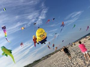Minion Balloon at Beach [2] IMG_1374